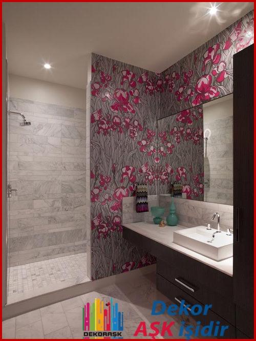 banyoda-fayans-uzerine-duvar-kagidi-uygulamasi